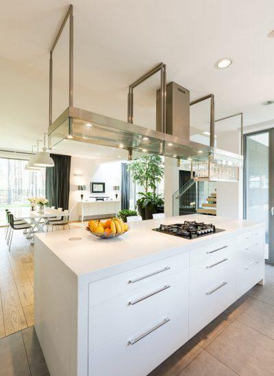 Moderne kjøkken med elegant belysning